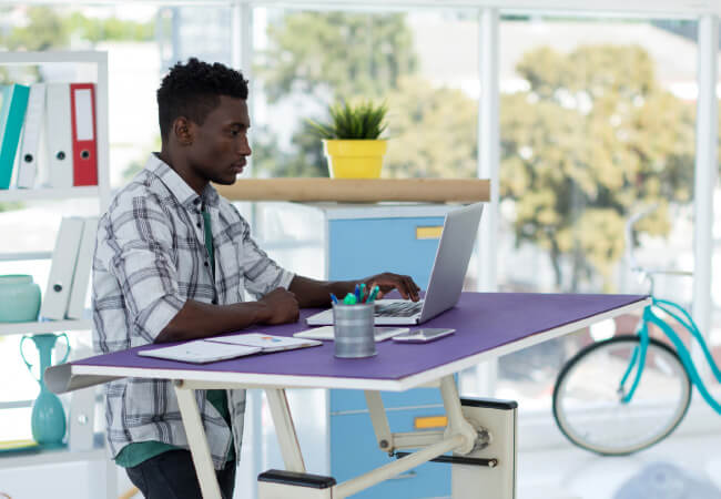 Use a Stand-Up Desk To Avoid Injuries